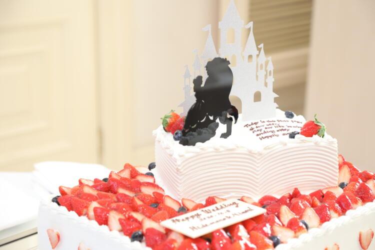 絵本型のウエディングケーキ!?